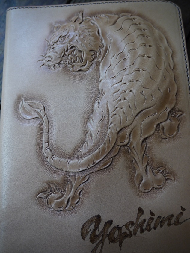 【カービング】虎のipadケース02