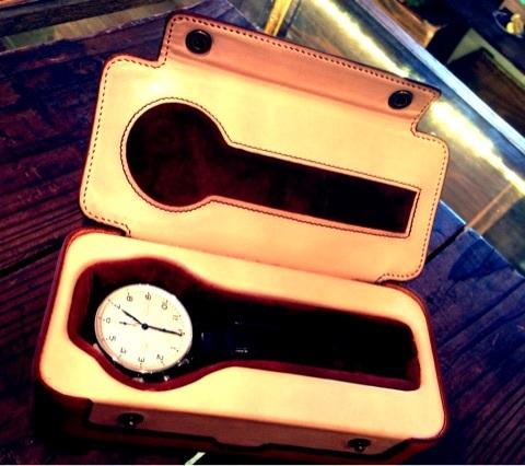 【リスシオ・ヌメ革】腕時計ケース03